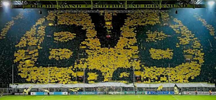 """""""กำแพงสีเหลือง"""" แห่งเวสต์ฟาเล่นพลังสนับสนุนที่แข็งแกร่งของดอร์ทมุนด์"""